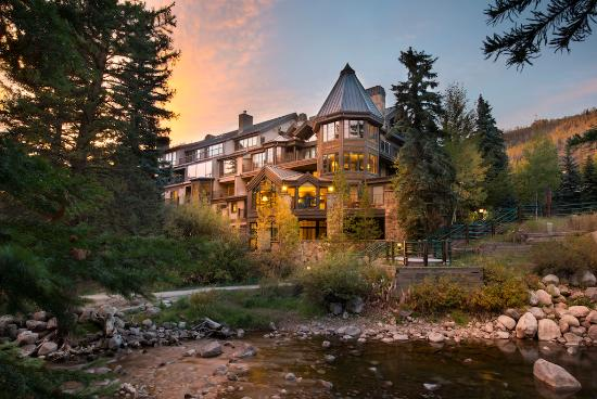 Vail Mountain Lodge: Fall exterior
