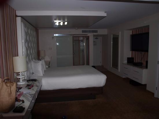 chambre GO avec Lit King Size (27ème étage) - Picture of Flamingo ...