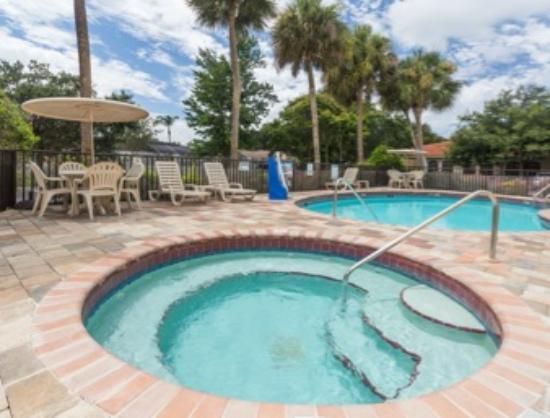 Days Inn Sarasota - Siesta Key: Hot Tub