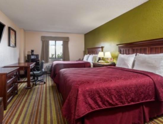 Days Inn Sarasota - Siesta Key: Standard Two Queen Size Room