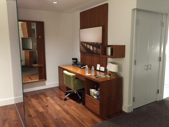 "Hyatt Centric The Pike Long Beach: ""Office"" area in room"
