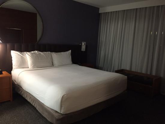 Hyatt Centric The Pike Long Beach: Bedroom