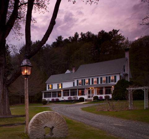 Inn on Golden Pond: Evening sets in