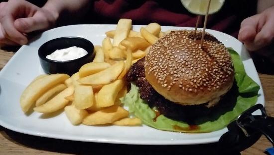 Burger Texcoco mit Pommes