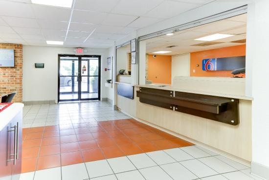 Motel 6 Houston West- Energy Corridor: Lobby