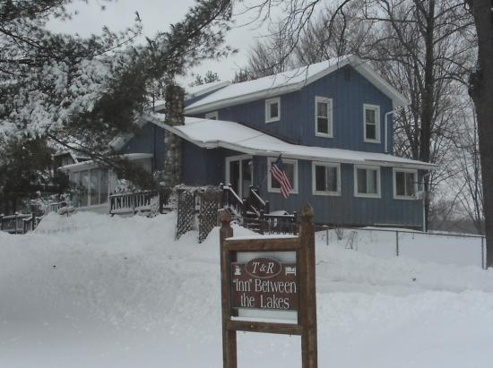 T & R Inn Between the Lakes: Winter at T&R