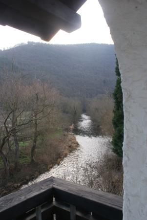 Mayschoss, Γερμανία: Uitzicht op de snelstromende Ahr