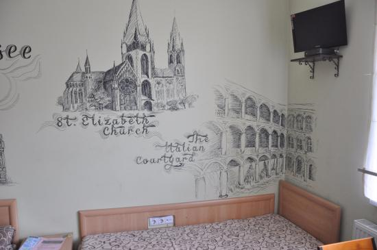 Hotel LeoCity Chornovola: Расписные стены