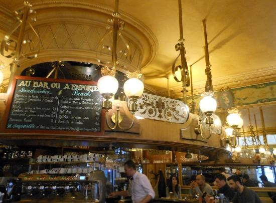 Vue de l 39 ext rieur picture of brasserie les deux palais for Bar exterieur paris