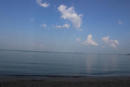 Kanok Buri Resort: beach