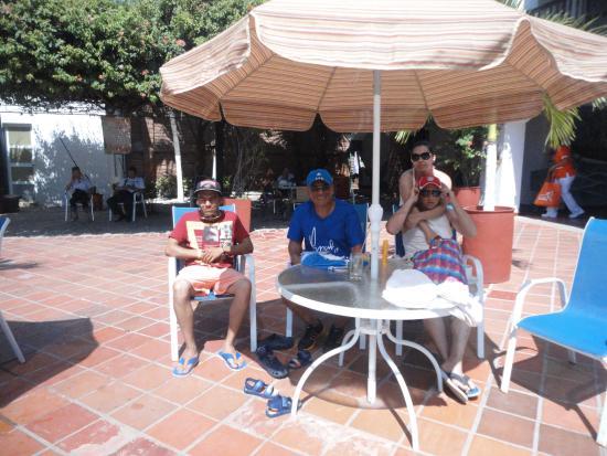 Sansiraka Hotel: Zona descanso, frente a la piscina