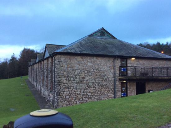 Kendal, UK: Side view of Days Inn