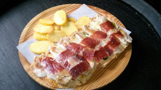Alpandeire, สเปน: Tabla de tosta campera con nuestro jamón ibérico bellota