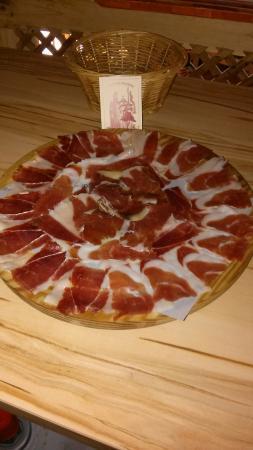 Alpandeire, İspanya: Tabla de nuestro jamón al corte