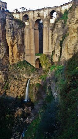 A ponte nova vista da parte baixa de El Tajo! :)