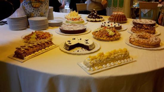 Grand Hotel Parco Del Sole: Carrellata di dolci a Capodanno