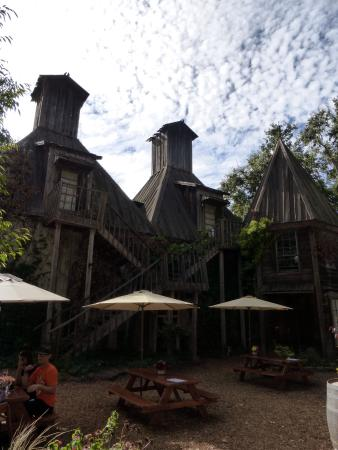 Forestville, CA: Old house a backdrop to al fresco dining