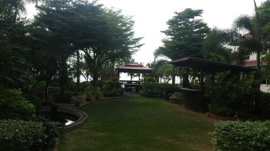 Serene Sands Health Resort: Un petit paradis avec un personnel au top.