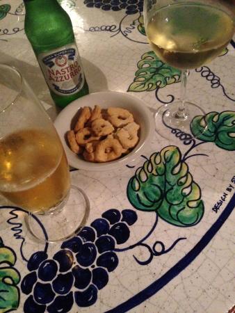Al Vino al Vino: Bier, Wein und Snacks