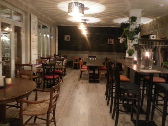 Le bistrot restaurant picture of bistrot du petit port - Restaurant les terrasses du petit port nantes ...