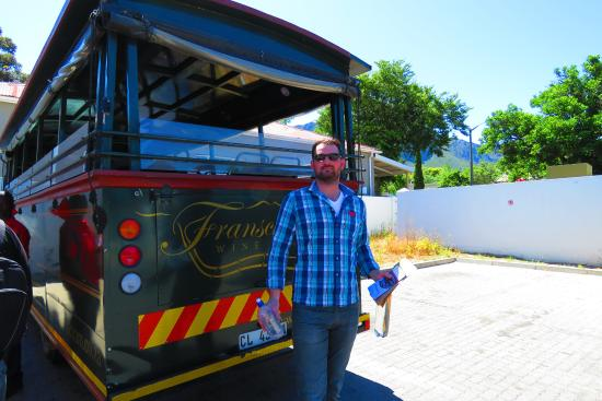 Franschhoek, Sudafrica: Ready to board the bus for our day of wine and sun!