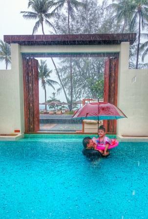 SALA Samui Resort And Spa : Купались под дождём