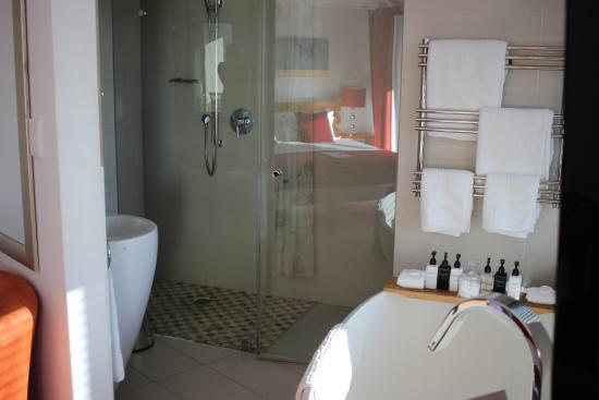 Sea Star Lodge: Schöne Badewanne und große Dusche