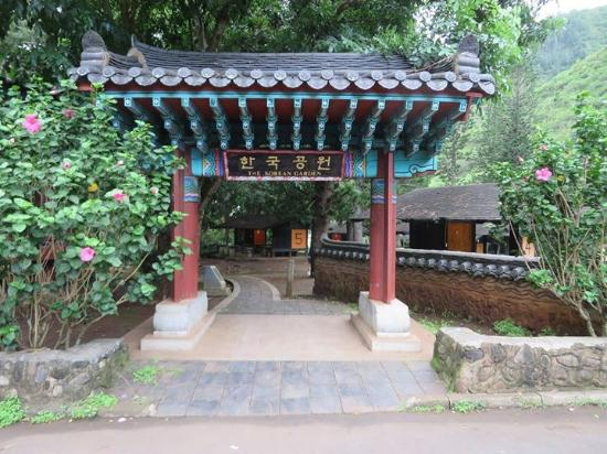 Iao Valley State Monument: Entrance to Korean Gardens