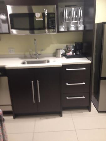 Rahway, NJ: Very nice dishwasher and dinnerware.