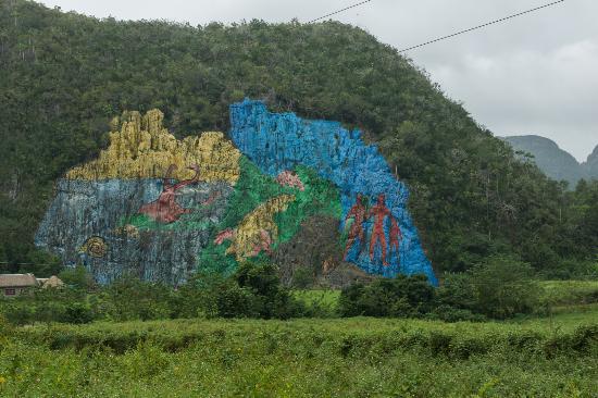 Mural de la prehistoria picture of valle de vinales for Mural de la prehistoria