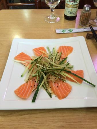 Guyancourt, Frankrig: Carpaccio de saumon, sauce maison: très bon...