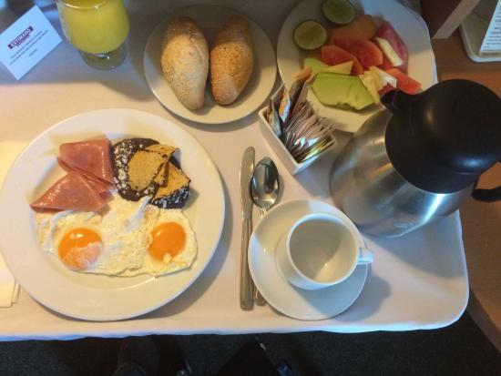 Fiesta Inn Ecatepec: Excellent Room Service Breakfast