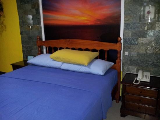 Arizona International Resort: Bed in Room 21