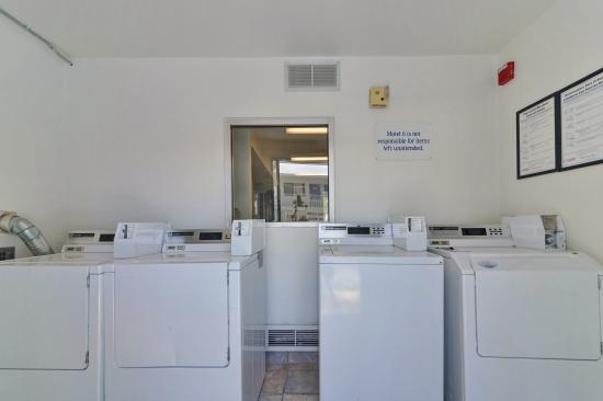 Motel 6 Big Bear: Laundry