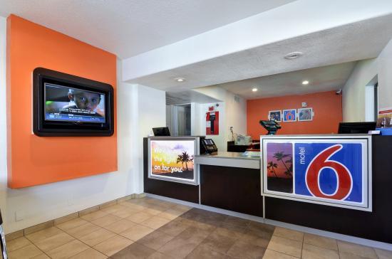 Motel 6 Big Bear: Lobby