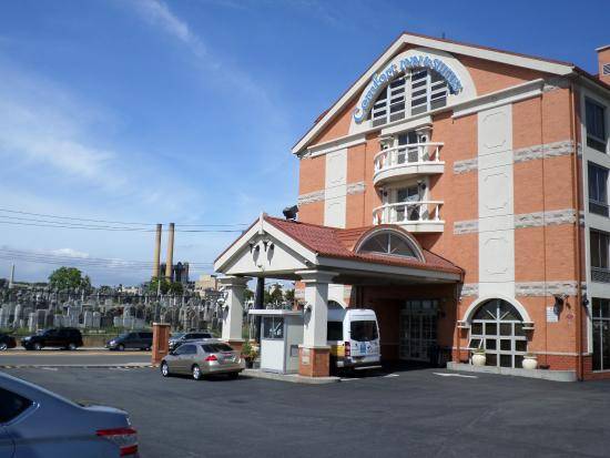 Lobby Front Desk Picture Of Comfort Inn Suites Airport Maspeth Tripadvisor