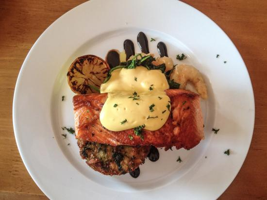 Grahamstown Bar & Diner: Salmon with spinach cake and prawns