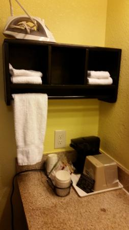 Days Inn Acworth: Days Inn Vanity area