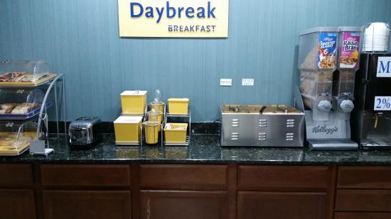 Days Inn Acworth: Days Inn Breakfast in lobby