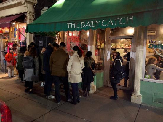 ‪‪The Daily Catch‬: Worth the wait to get in.‬