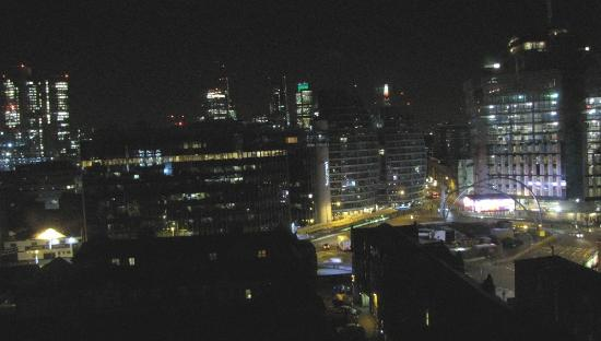 Premier Inn London City (Old Street) Hotel: Looking south from 11th floor at 9 pm