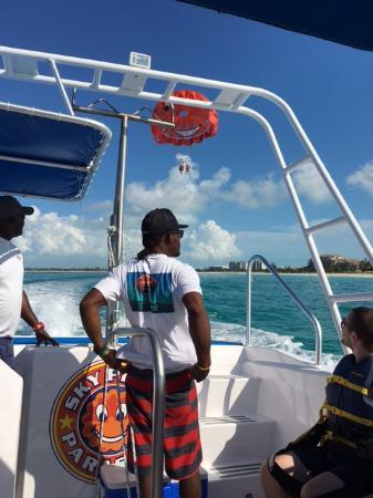 Sky Pilot Parasailing: Nice boat, fantastic views!