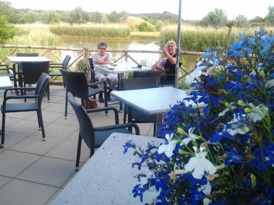 Scharendijke, Holandia: Gezellig een glaasje op het terras drinken