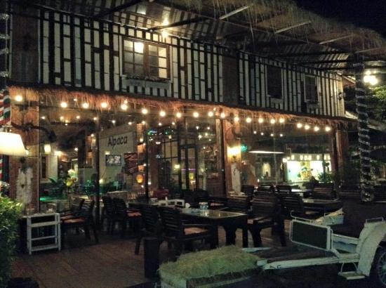 Beautiful night view picture of alpaca view restaurant for Alpaca view farm cuisine bangkok