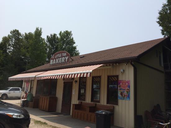 Little Tub Bakery: Exterior