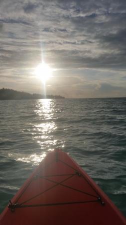 Kuramathi: Sunset Kayak round the island