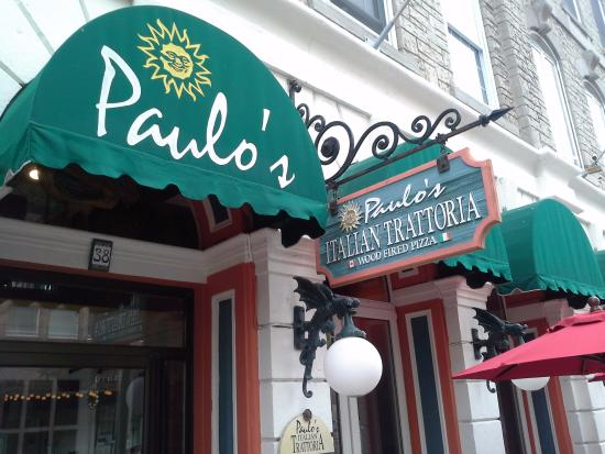 Paulo's Italian Trattoria: the entrance