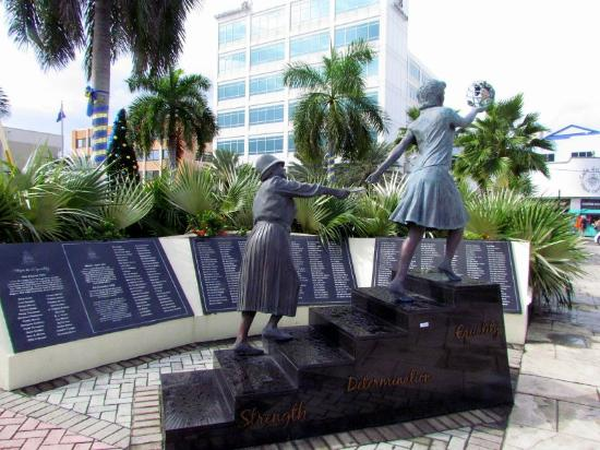 George Town, Grand Cayman: Heroes Square