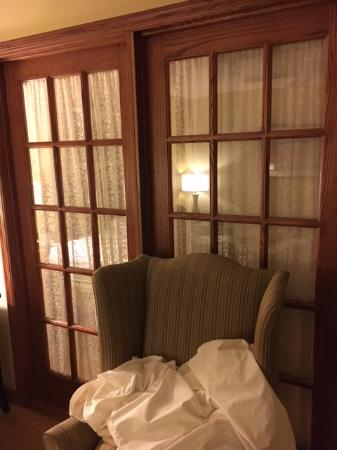 Country Inn & Suites By Carlson, West Bend: Glass Door Separating Bedroom from Living Room... Not Sound/Sight-Proof
