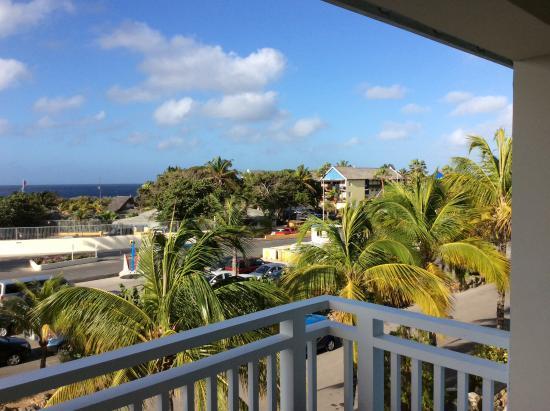 Dolphin Suites: Uitzicht vanaf balkon